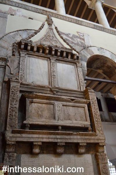 Ιερός Ναός Αγίου Δημητρίου Θεσσαλονίκη. Τα εξαιρετικής λεπτομέρειας και ομορφιάς κιονόκρανα του ναού εντυπωσιάζουν τους περισσότερους επισκέπτες! Τόσο τα υπέροχα ψηφιδωτά όσο και η υπόγεια Κρύπτη θα κάνουν σίγουρα την επίσκεψη σας μια μοναδική εμπειρία.