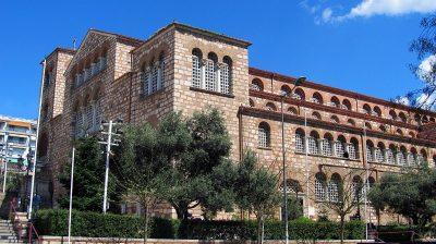 Ιερός Ναός Αγίου Δημητρίου Θεσσαλονίκη. Πρόσοψη του Ναού. Εξαιτίας και της περίφημης Κρύπτης που φιλοξενεί, ο Άγιος Δημήτριος θεωρείται από πολλούς ο σημαντικότερος Παλαιο-Χριστιανικός ναός της Θεσσαλονίκης.