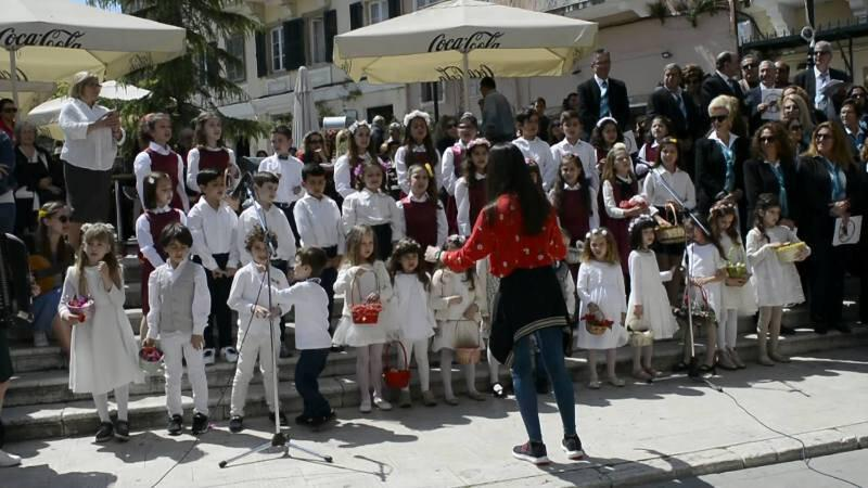 """Κέρκυρα: Αναβίωσαν και φέτος τα """"Καλάντα του Λαζάρου"""" (βίντεο ..."""